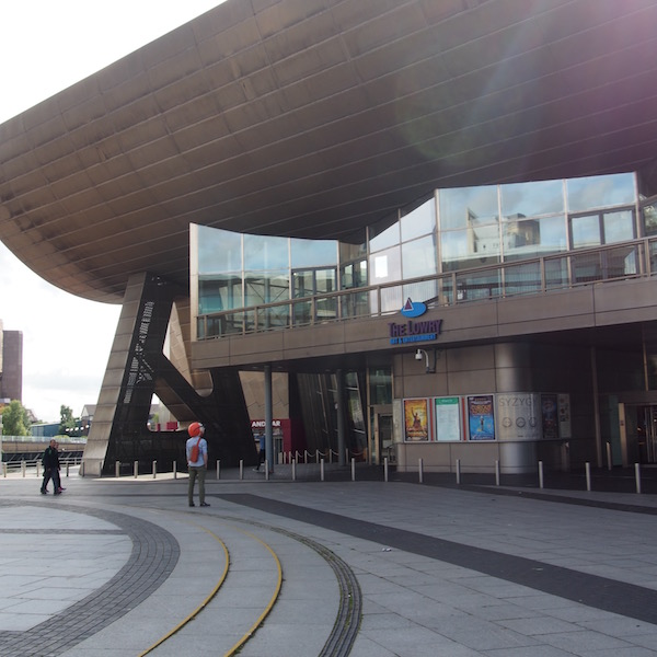 the lowry manchester salford quays ootd the chic geek